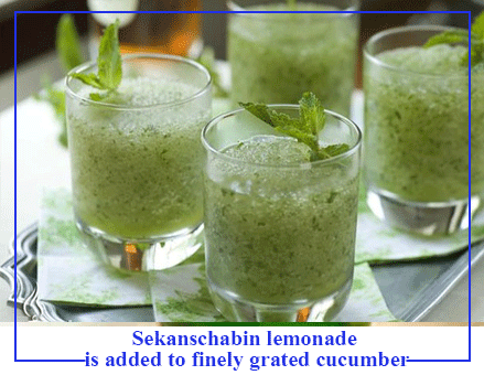 Sekanschabin-lemonade-is-added-to-finely-grated-cucumber