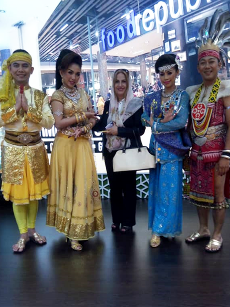 Aria-Dokht-&-Malaysian-group